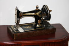 Singer 15 k hand held sewing machine, 1933