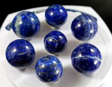 Hand-polished Lapis Lazuli spheres - 27 to 34mm - 400gm  (7)