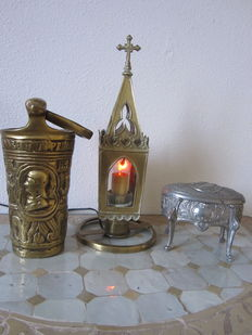 "Church lamp in glass/brass, cast brass holy water font and tin box ""Janco"" - early 20th century."
