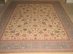 Vintage Persian carpet Isfahan/Iran 20th century approx. 1960. used, approx. 425 x 305 cm