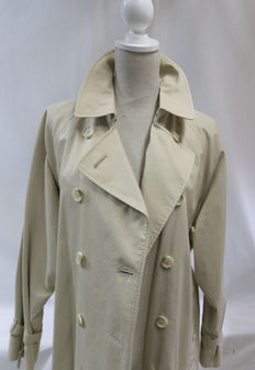 Burberrys – Trench coat