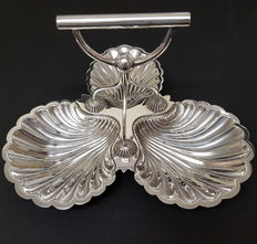 Walker & Hall silver plated dish engraved with the flag of the White Star Line shipping company.