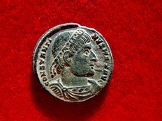Roman Empire - Constantine I the Great (307 - 337 A.D.) bronze follis (2,05 g. 17 mm.). Arles mint, 330-331 A.D.  Star / PCONST. GLORIA EXERCITVS.