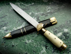 Antique Tjikeroeh dagger and kris book – Java – Indonesia