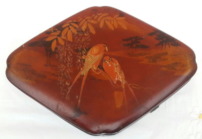 Red lacquered, painted jewellery box – Japan – Early 20th century
