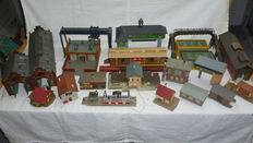 Scenery H0 - 20 piece set buildings with sheds, signal box, houses and more.
