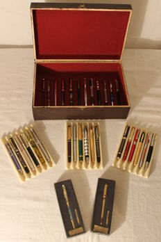 32 collector exclusive fountain pens in their box made of wood with red velvet - Second half of the 20th century.
