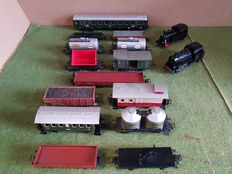Märklin H0 - 3000/3029 - 2 Steam locomotive with 13 wagons and 1 carriage of the DB