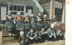 HOLLAND - NETHERLANDS - Lot of 100 postcards - traditions and costumes