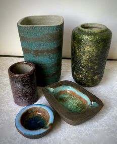 Pieter Groeneveldt - Lot with 5 pieces of ceramic -marked