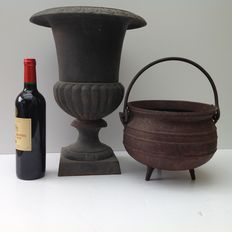 Garden vase and witch's cauldron in cast iron - France - 20th century