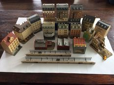 Pola/Vollmer N - 16x city houses and factory, 2x platforms