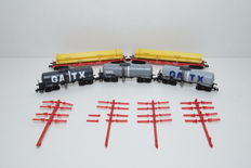 Fleischmann/Trix N - 848018/15218 - Three part tanker-wagon set GATX and a two part stanchion-wagon set with pipe cargoes