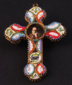 Precious polychrome micromosaic crucifix with Pope Pius XI icon, realised in 1929, on the occasion of signing of the Lateran Treaty .