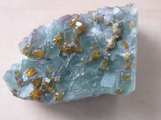 Fluorite crystals with barite crystals - 17,5 x 10 x 5,5 cm - 2,335kg