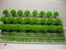 Scenery N - 160 piece lot with trees and small autos