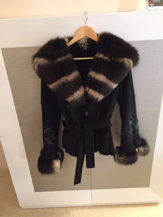 Fox fur coat, black twirl