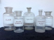 5 antique apothecary bottles / storage jars.
