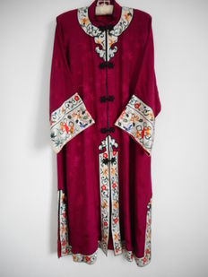 Embroidered silk robe -  China - second half 20th century