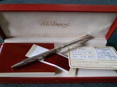 S.T. DuPont ballpoint pen - new and unused - complete with box and manual - gift set