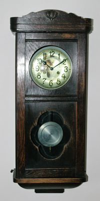 Box regulator clock – Period 1930