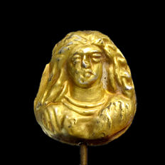 Roman Gold Pendant with Bust of a Lady, 2.4 cm L