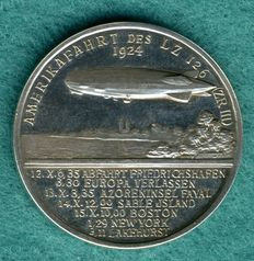"Weimar Republic - silver medal 1924 by L- Chr. Lauer, Nuremberg for the America circuit of the airship ""LZ 126"" / Dr. Hugo Eckener"