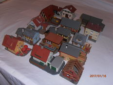 Scenery H0 - 16 houses/buildings of various sizes and brands