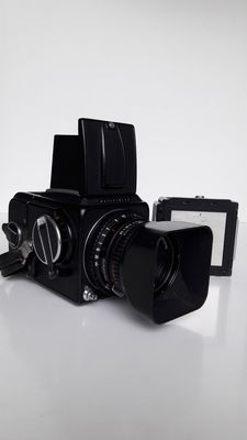 Hasselblad 500 CM body with 2 film cassettes (1970)