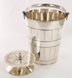 Carrington & Co, Carrington – silver plated ice bucket.