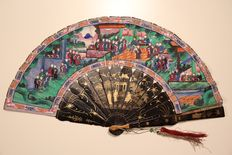 Folded Cantonese fan (China), around 1860-1870,  hand painted paper, faces of the characters made in bone, mount in gilded lacquer