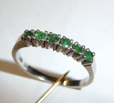 14kt / 585 white gold row ring with 6 natural emeralds of approx. 0.30ct. Hallmarked with maker's mark