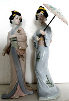 Set of porcelain figurines of two Japanese women.