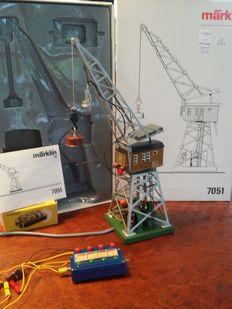 Märklin H0 - 7051 - Manually controlled multifunctional electrical crane wih (lighted) cabine, lifting magnet, extra spotlight and control box