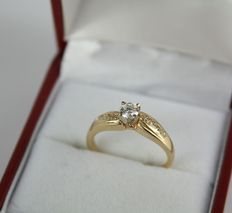 14k yellow gold ring with 0.25 ct centre diamond and 8 (2 x 4) side diamonds