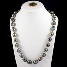 18 kt (750‰) yellow gold necklace with Tahitian baroque pearls