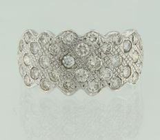 18 kt white gold fantasy model ring set with 34 brilliant cut diamonds