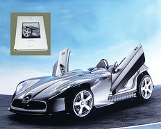Press kit: Mercedes-Benz at Tokyo Motor Show 2001. With focus on the F 400 Carving concept car.