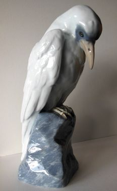Karl Ens Volkstedt – Large Art Nouveau/Deco sculpture of a bird on a rock