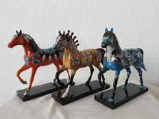 The trail of painted ponies - lot of 3 horses polystone / resin in original packaging