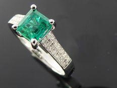 "Diamond ring with natural  ""Deep Bluish Green Colombian Emerald "" 0.79 ct  with IGI  certificate  & 28 diamonds  total  0,20 ct"