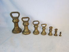 Brass bell weights set met ijken - Engeland - begin 20e eeuw