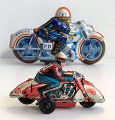 Huki - Kienberger, US Zone Germay/Kashiwai, Japan -length 10-20 cm - Lot with tin motorcyclist and motorcycle with friction motor, 1950s/70s