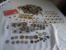 World – Lot with various coins and medals 1909/2000 separate and in sets (approx. 4 kg), including  21 x silver