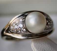 White gold ring 585 with see / salty pearl approx. 7mm. and 18 brilliant cut diamonds approx 0,40Ct. G-H / VSI-SI.