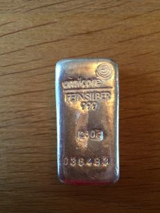 Umicore 999 silver bar 250 grams of silver.