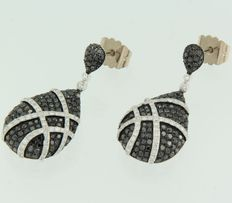 White gold, 14 kt, dangle earrings, set with black-coloured and white-coloured, brilliant cut diamonds.