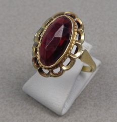 14k gold ring with a pyrope garnet Cape ruby