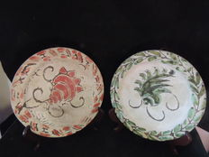 Jerome Massier - Vallauris - set of 2 assorted decorative plates - signed