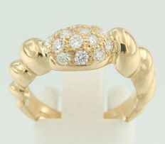 18 kt yellow gold ring set with brilliant cut diamonds – no reserve